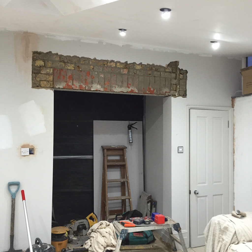 Kitchen refurb: lintel fitted, ready for plastering